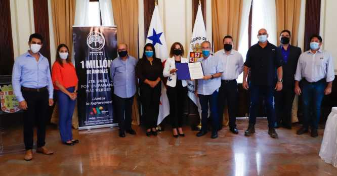 MOVIENDO VIDAS Y LA ALCALDÍA DE PANAMÁ FORMALIZAN PROYECTO DE REFORESTACIÓN EN LA CIUDAD