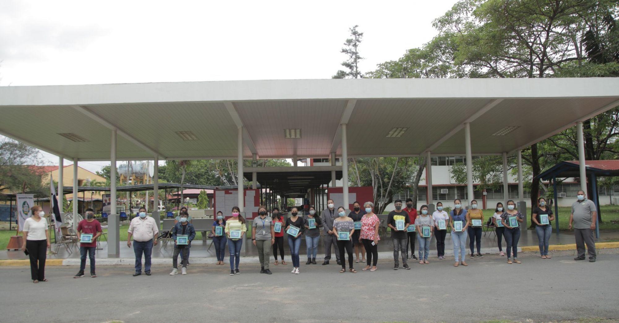 ESTUDIANTES DE COMUNIDADES APARTADAS CUENTAN CON EQUIPOS PARA CONTINUAR SUS ESTUDIOS VIRTUALES
